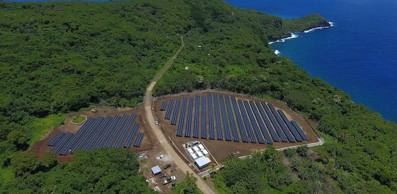 אי שמתקיים כמעט אך ורק על אנרגיה סולארית, טסלה, איים, אלון מאסק / צילום: וידאו