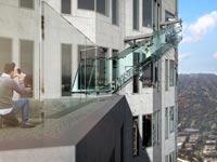 """מגלשה שקופה ממגדל Skyslide, מגדל לוס אנגל'ס / צילום: יח""""צ"""