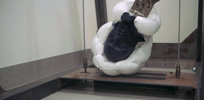 קסדת כרית מתנפחת לאופניים אוניברסיטת סטנפורד, H?vding airbag helmet / צילום: וידאו