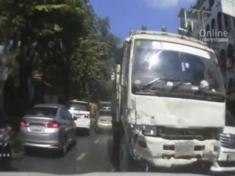 תאונת דרכים, משאית נוסעת בניגוד לכיוון התנועה, תאילנד / צילום: וידאו