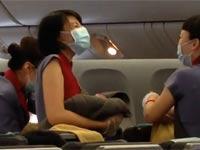 לידת תינוק בטיסה לפיליפינים/ צילום: מתוך הוידאו