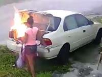 """צעירה מארה""""ב הציתה מכונית לא נכונה, הצתה, משטרה / צילום: וידאו"""