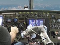 זרוע רובוטית לקוקפיט, טייסים, טיסה אוטונומית / צילום: וידאו
