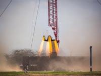 """חללית קפסולת צוות אסטרונאוטים מרחפת על אש SpaceX/  צילום: יח""""צ"""