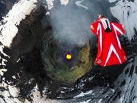 צניחה מעל הר געש בצ'ילה, רוברטה מנצ'יו, גו פרו / צילום: וידאו
