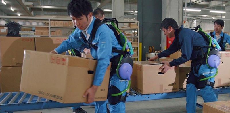 """פנסוניק, רובוט חליפה ביונית, מפעלים, רובוטיקה / צילום: יח""""צ"""