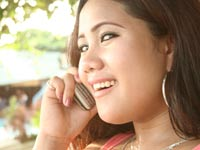 פילפיני בטלפון/ צילום: שאטרסטוק