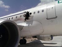 חור נפער במטוס / צילום: מהוידאו