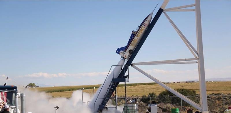 """פעלולן שיגר את עצמו בטיל מעל קניון בארה""""ב, אדי בראון, איבל קניבל / צילום: Loz Blain/New Atlas"""