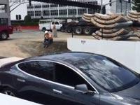 אלון מאסק, מעלית למכונית / צילום: מתוך הוידאו