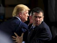 דונאלד טראמפ עם המאבטחים/ צילום: רויטרס