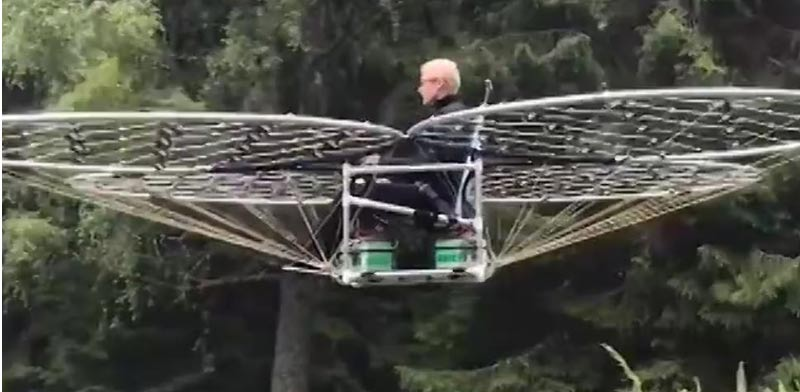 כיסא מעופף/ צילום: מתוך הוידאו
