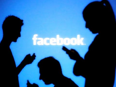 פייסבוק , מרגלים אחרינו, דטה סלפי/ צילום: שאטרסטוק