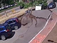 צינור מים מתפוצץ / צילום: מתוך הוידאו