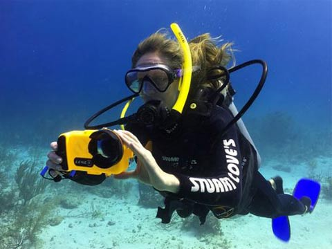 לנזו, מצלמה תת ימית/ צילום מתוך הקיקסטאר