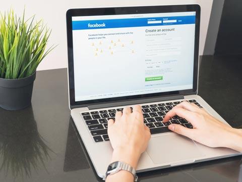 פייסבוק, כתיבה, מחשב / צילום: שאטרסטוק
