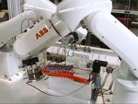 רובוט לתפירת נעליים/ צילום: מתוך הוידאו