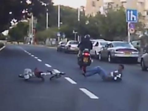 תאונת אופניים חשמליים/ צילום מתוך הוידאו אור ירוק