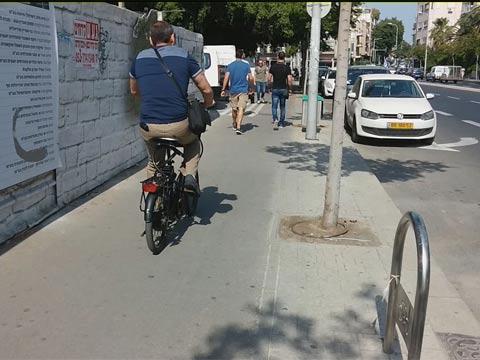 אופניים על מדרכה/ צילום: גלובס טיוי