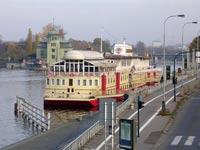 סירה מלון / צילום: מתוך הוידאו