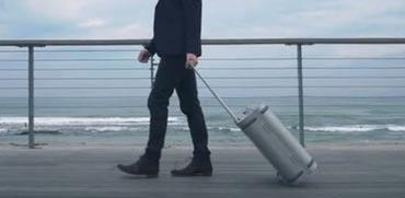 מזוודת סגסוגת, עם מטען / צילום: מתוך הוידאו