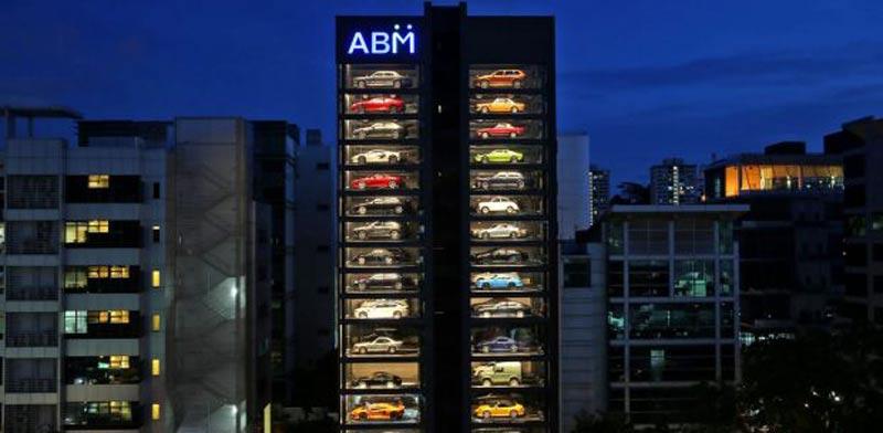 מגדל למכירת מכוניות / צילום: מתוך הוידאו