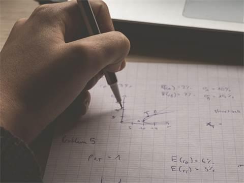 לימודי מתמטיקה / shutterstock