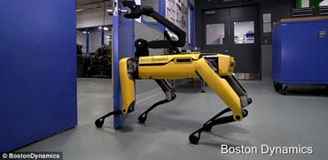 מדאיג? הרובוט של בוסטון דיינמיקס פותח את הדלת ויוצא לבד מהחדר