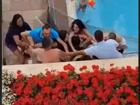 מכות בבית מלון/ צילום: מתוך הוידאו