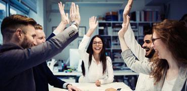 עד כמה רחוקות המנהלות הבכירות במשק משכר הגברים?