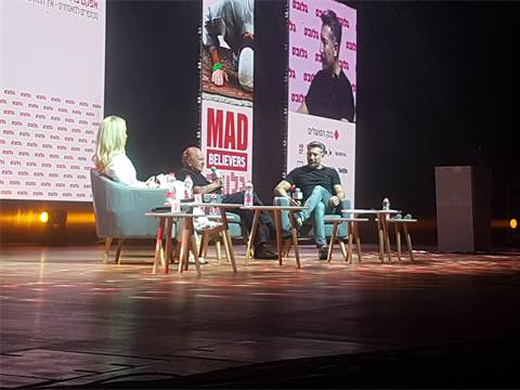 מוריס קהאן ודפנה ג'קסון בשיחה עם מוטי שרף / צילום: תמר מצפי, גלובס