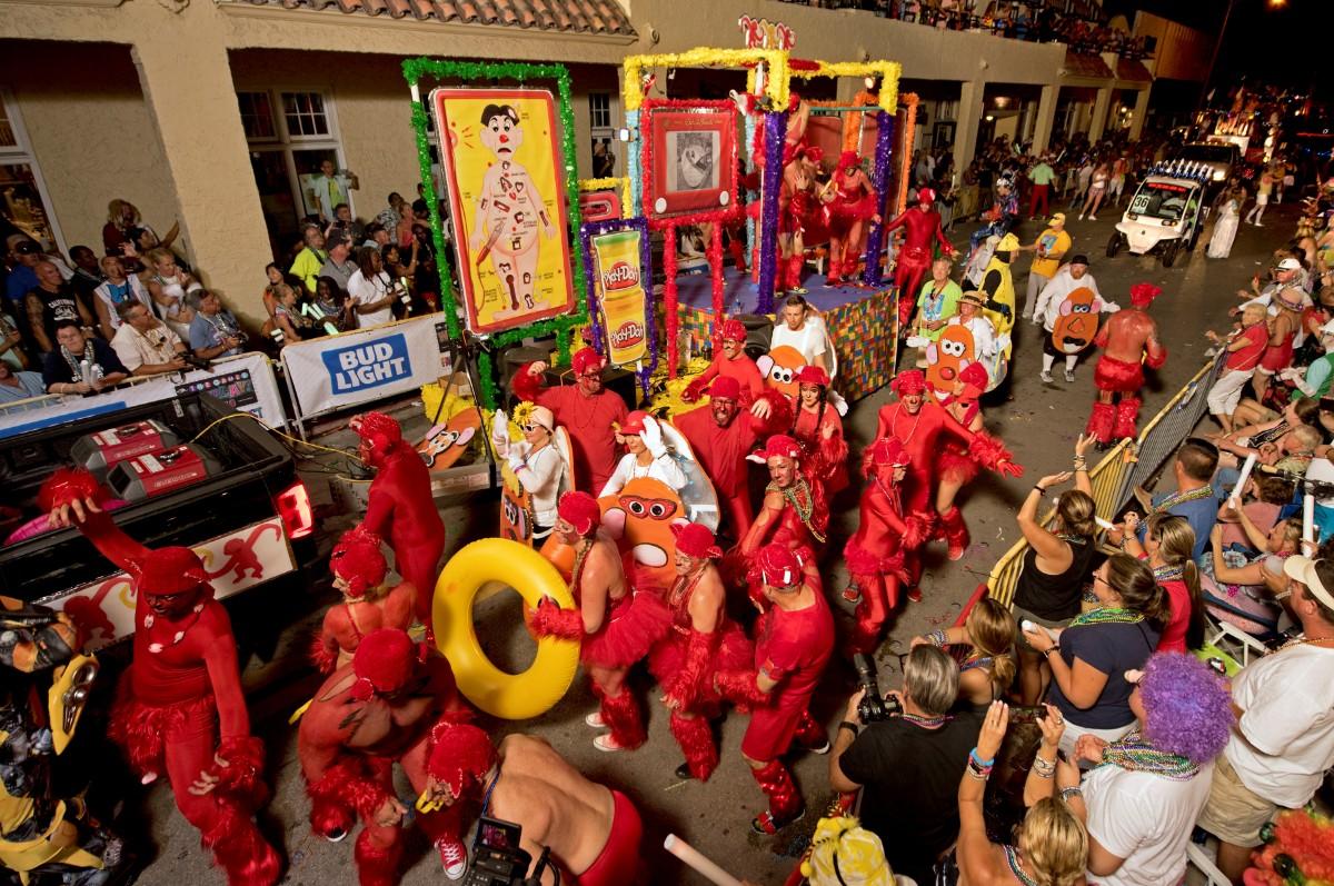 משתתפים במצעד האלווין בקליפורניה / צילום: רויטרס