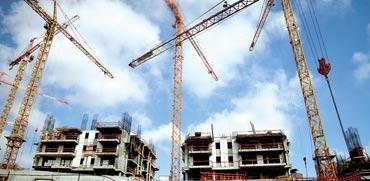 אתר בנייה. המצב בשוק הדיור מחייב לנקוט גם צעדים לא שגרתיים / צילום: תמר מצפי