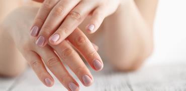 איך לשמור על עור גב כפות הידיים ואף להצעיר אותו?