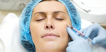 לשפר את המראה: טיפולים אסתטיים בשלבי החיים השונים?