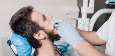 השתלת שיניים ביום אחד: מה כולל ההליך?