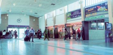 תחנת רכבת ארלוזורוב/ צילום : איל יצהר
