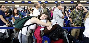 נוסעים בשדה התעופה JFK / צילום: רויטרס