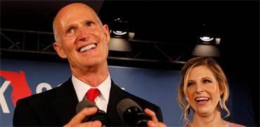 המושל של פלורידה ריק סקוט וביתו אתמול / צילום: רויטרס