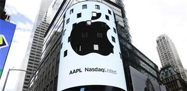 """הלוגו של אפל בבורסת נאסד""""ק היום / צילום: רויטרס"""
