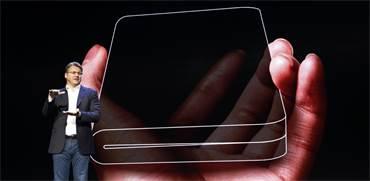 הטלפון המתקפל החדש של סמסונג / צילום: רויטרס