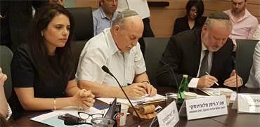 אביחי מנדלבליט, ניסן סלומינסקי ואיילת שקד בוועדת חוק חוקה ומשפט
