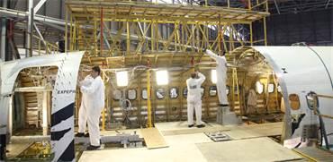 """הסבת מטוסים לתצורת מטוסי מטען בהאנגרים של חטיבת בדק בתע""""א / צילום: תע""""א"""