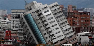 בניין קורס ברעידת אדמה בטיוואן / צילום: רויטרס