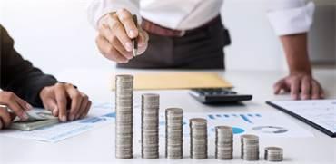 כיצד יכולים בני 60 ומעלה לשלם מס מופחת על חסכונות?
