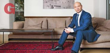 בנט בראיון מיוחד - מגבה את נתניהו, אך פוזל לכיסא שלו