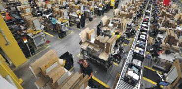 מרכז מיון משלוחים של אמזון / צילום: רויטרס