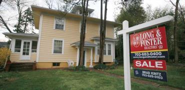 """שלט של בית למכירה בארה""""ב. / צילום: רויטרס"""