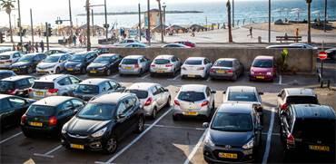 מכוניות חונות בתל אביב / צילום: שלומי יוסף