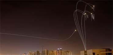 ירוטי כיפת ברזל מעל שמי אשקלון /צילום:  REUTERS/ Amir Cohen